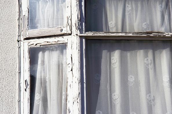 Run-Down「Damaged window frame in need of repair.」:写真・画像(16)[壁紙.com]
