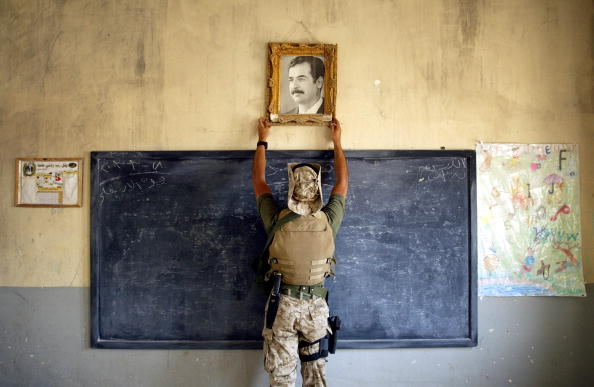 Chris Hondros「U.S. Military Searches Al Kut For Weapons」:写真・画像(15)[壁紙.com]