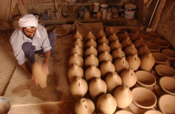 Ceramics「Traditional Pottery Making Thrives In Bahrain」:写真・画像(19)[壁紙.com]