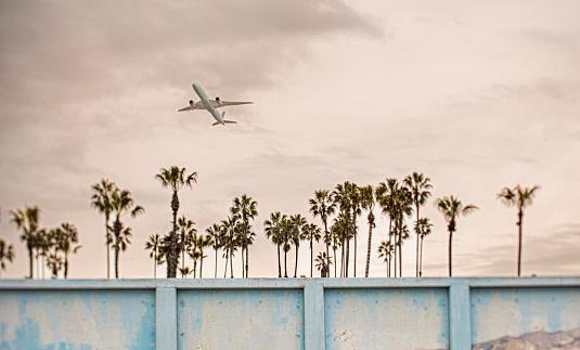 California「Plane taking off in cloudy sky」:スマホ壁紙(15)