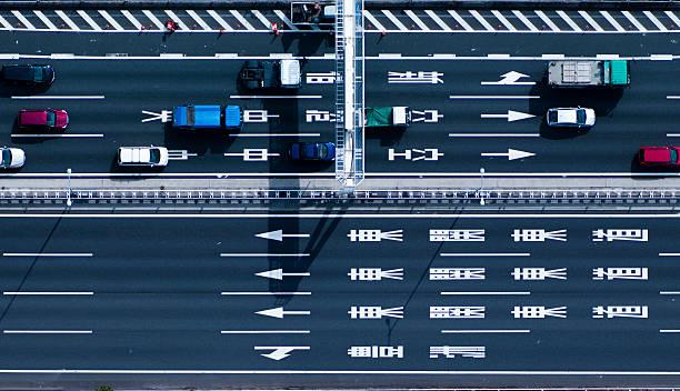 Down shot of highway:スマホ壁紙(壁紙.com)