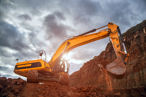 Construction Vehicle「Earthworks with dramatic sky」:スマホ壁紙(12)