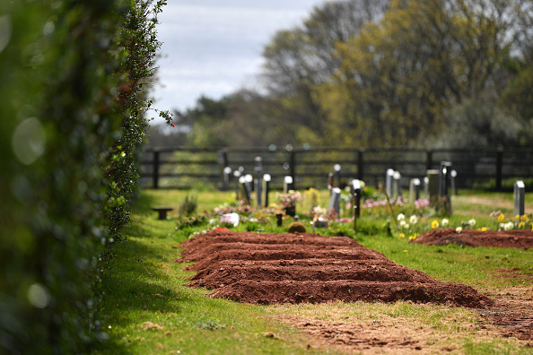 Cemetery「UK In Fourth Week Of Coronavirus Lockdown As Death Toll Exceeds 10,000」:写真・画像(12)[壁紙.com]
