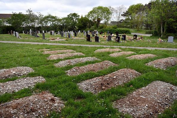Place of Burial「UK In Seventh Week Of Coronavirus Lockdown」:写真・画像(19)[壁紙.com]