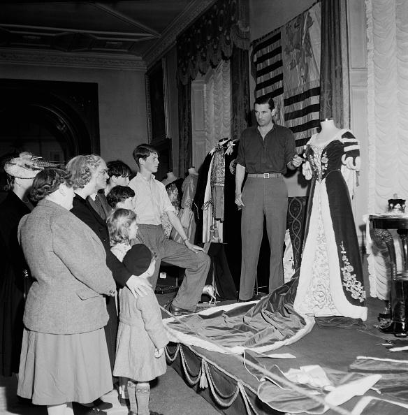 1949「Thynne Family Costumes」:写真・画像(15)[壁紙.com]
