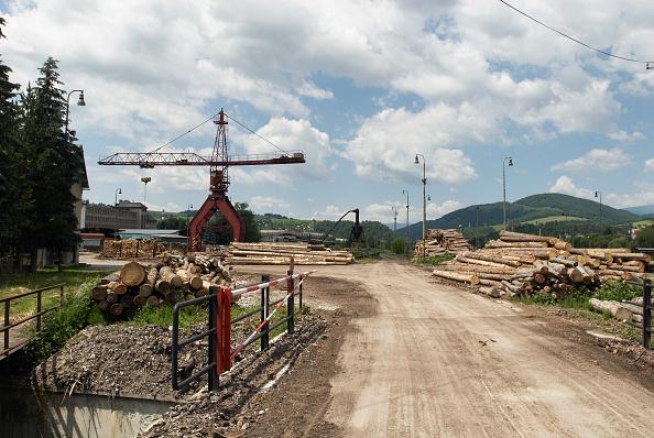 Finance and Economy「Timber yard and crane, Brezno, Slovakia」:写真・画像(18)[壁紙.com]