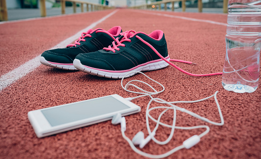 Sports Training「Sport shoes, smartphone with earbuds and bottle of water on tartan track」:スマホ壁紙(10)