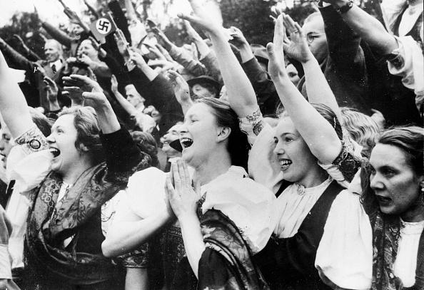 Crowd「Cheering Hitler」:写真・画像(14)[壁紙.com]