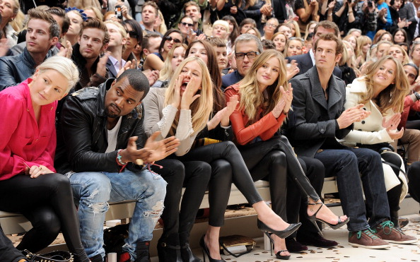 Rosie Huntington-Whiteley「Burberry Spring Summer 2012 Womenswear Show - Front Row And Backstage」:写真・画像(11)[壁紙.com]