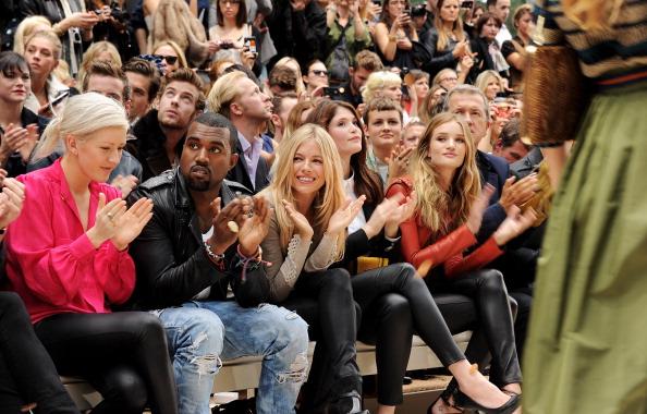 ロージー・ハンティントン・ホワイトリー「Burberry Spring Summer 2012 Womenswear Show - Front Row And Backstage」:写真・画像(13)[壁紙.com]