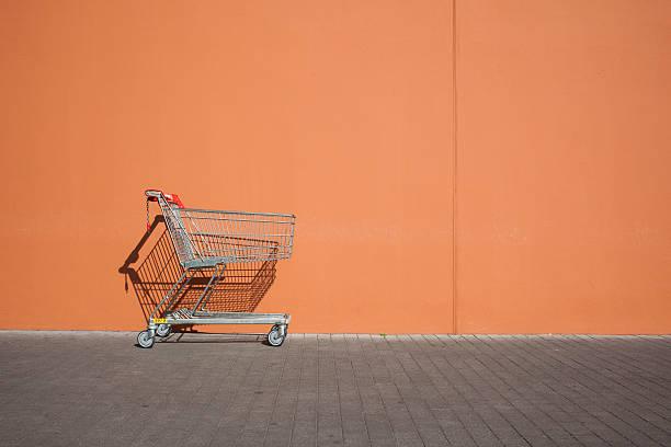 Empty parked shopping cart:スマホ壁紙(壁紙.com)