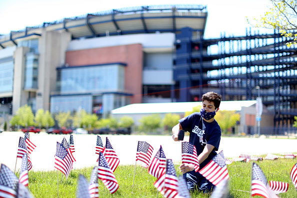 Veterans Stadium「New England Patriots And Revolution Plant American Flags To Honor Veterans For Memorial Day」:写真・画像(19)[壁紙.com]