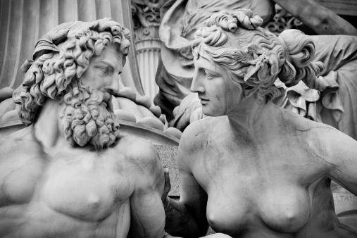 Couple「Pallas-Athene-Brunnen, Vienna - B&W」:スマホ壁紙(15)