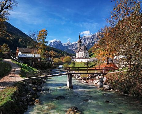 Footbridge「Famous Parish church St. Sebastian at autumn, in Ramsau, Berchtesgaden, Bavarian Alps, Germany」:スマホ壁紙(17)