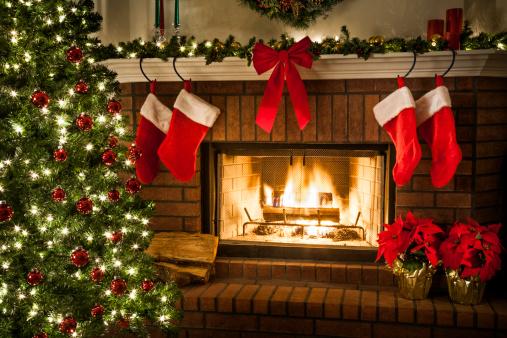 Christmas Decoration「Christmas fireplace, tree, and decorations」:スマホ壁紙(2)