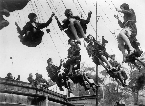 Amusement Park「Chairoplane at the funfair, Hampstead, London, Photograph, Around 1930」:写真・画像(13)[壁紙.com]