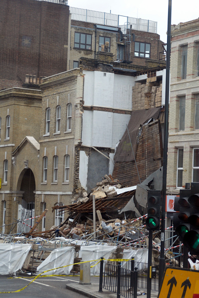 Road Signal「Collapsed Building in Whitechapel, London」:写真・画像(11)[壁紙.com]