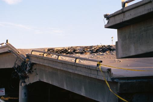 Collapsing「Collapsed bridge」:スマホ壁紙(9)