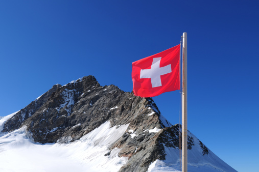 Pennine Alps「Swiss National Flag and Jungfrau Mountain Peak - XXXXXLarge」:スマホ壁紙(5)