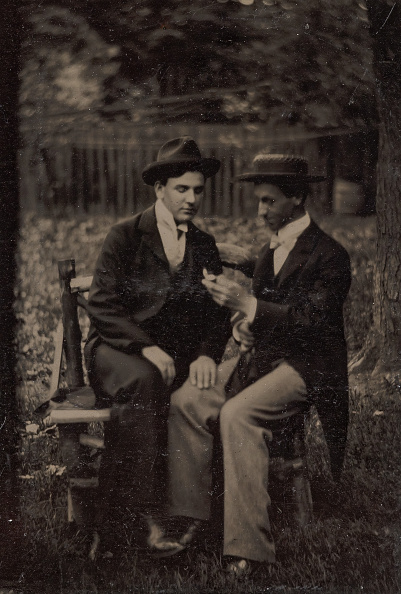Bench「Two Men Seated On A Bench」:写真・画像(11)[壁紙.com]