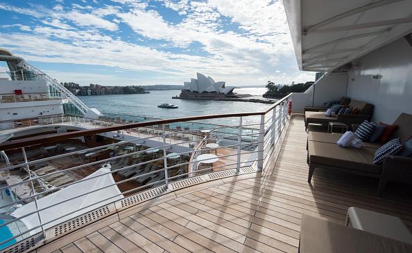 背景「Seabourn Encore Visits Sydney Harbour」:写真・画像(3)[壁紙.com]