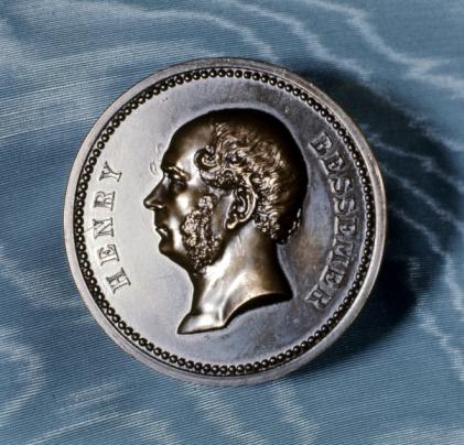 Engineer「Commemorative medal for British inventor Henry Bessemer」:スマホ壁紙(16)