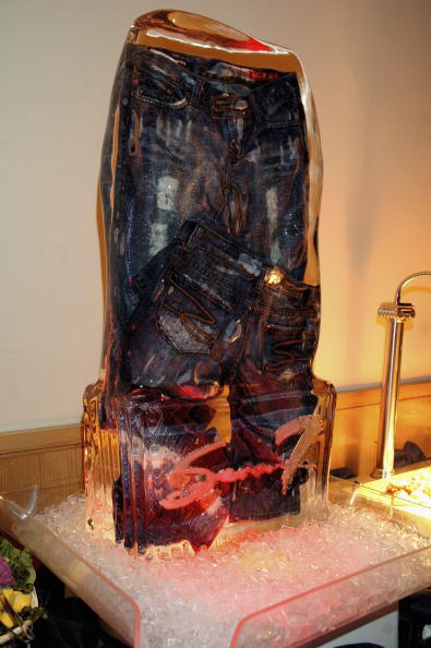 Ice Sculpture「Seven7 Jeans Rising Style」:写真・画像(13)[壁紙.com]