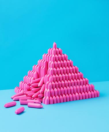 Blue Background「Collapsing Lipstick Pyramid」:スマホ壁紙(18)