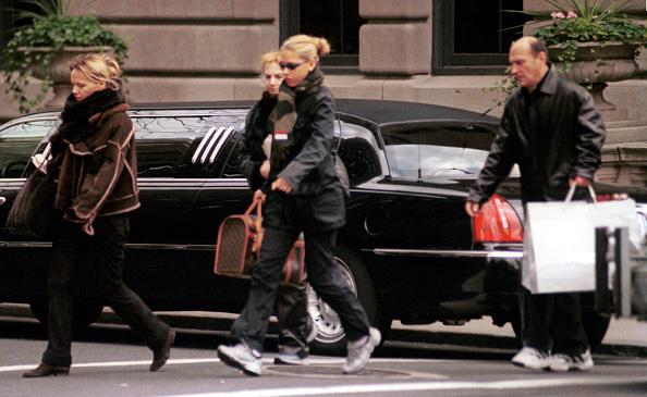 Louis Vuitton Purse「Anna Kournikova Shopping On Madison Avenue」:写真・画像(7)[壁紙.com]