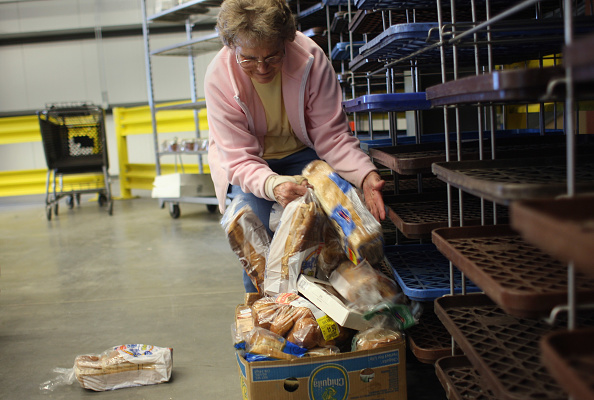 Loaf of Bread「Food Bank Distributes Aid As Demand Increases Amid Recession」:写真・画像(3)[壁紙.com]
