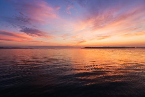 Dawn「USA, Maine, Portland, Colorful seascape at sunrise」:スマホ壁紙(7)