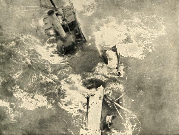 Passenger Craft「The Pirates Work: Steamer Breaking Up (」:写真・画像(17)[壁紙.com]
