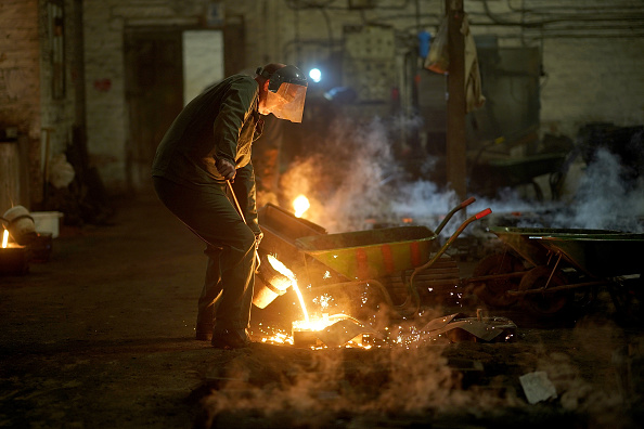 Pouring「Traditional Black Country Foundry At Work」:写真・画像(18)[壁紙.com]