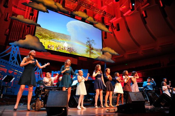 Stage - Performance Space「UCSF Medical Center And The Painted Turtle Present A Starry Evening Of Music, Comedy & Surprises」:写真・画像(6)[壁紙.com]