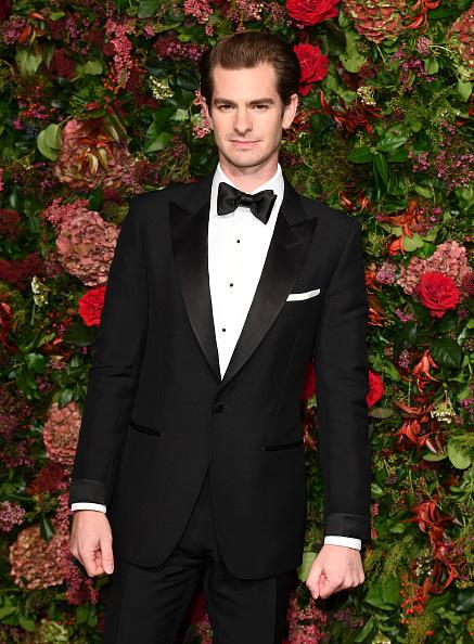 Andrew Garfield「Evening Standard Theatre Awards - Red Carpet Arrivals」:写真・画像(1)[壁紙.com]