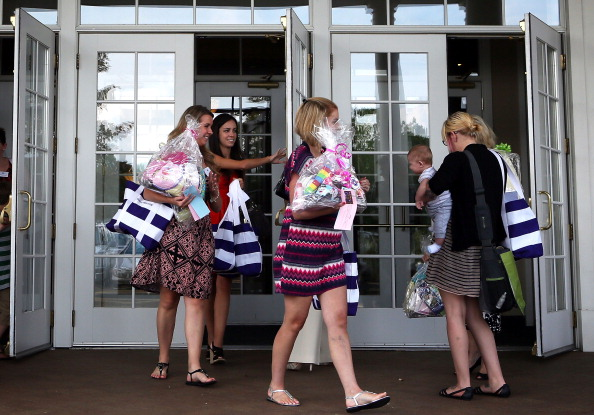 Baby Shower「Military Moms From  Ft. Belvoir Attend Group Baby Shower」:写真・画像(17)[壁紙.com]