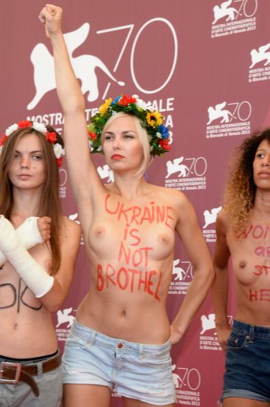 Women's Issues「'Ukraine Is Not A Brothel' Photocall - The 70th Venice International Film Festival」:写真・画像(15)[壁紙.com]