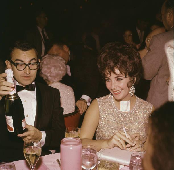 Elizabeth Taylor At Eddie Fisher Opening Night:ニュース(壁紙.com)