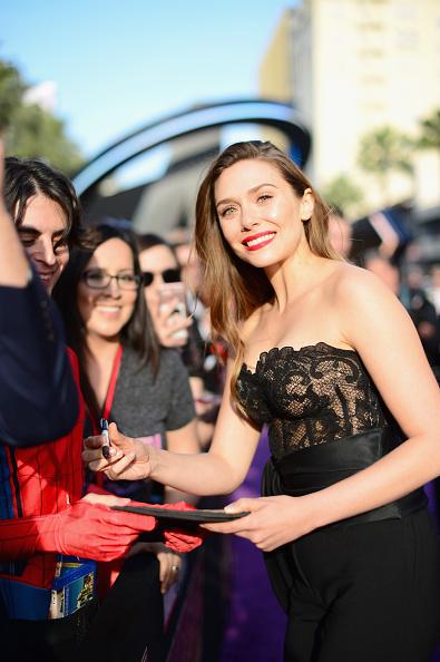 "Elizabeth Olsen「Los Angeles Global Premiere for Marvel Studios' ""Avengers: Infinity War""」:写真・画像(11)[壁紙.com]"