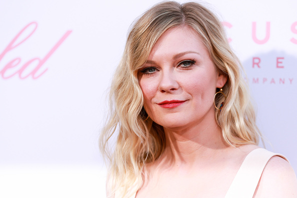 "Kirsten Dunst「Premiere Of Focus Features' ""The Beguiled"" - Arrivals」:写真・画像(9)[壁紙.com]"