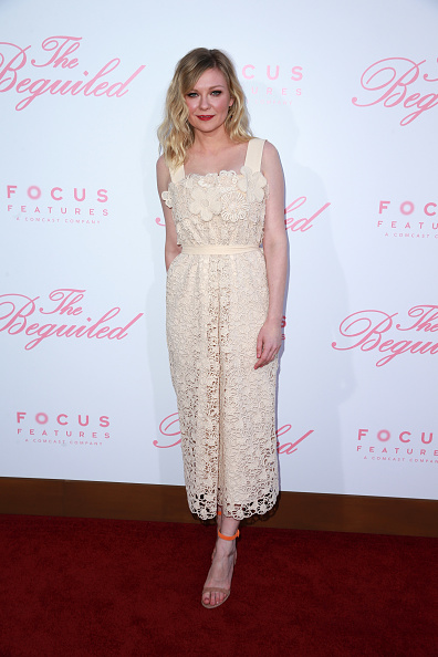 "Kirsten Dunst「Premiere Of Focus Features' ""The Beguiled"" - Arrivals」:写真・画像(14)[壁紙.com]"