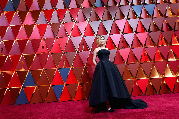 Kirsten Dunst「89th Annual Academy Awards - Red Carpet」:写真・画像(18)[壁紙.com]