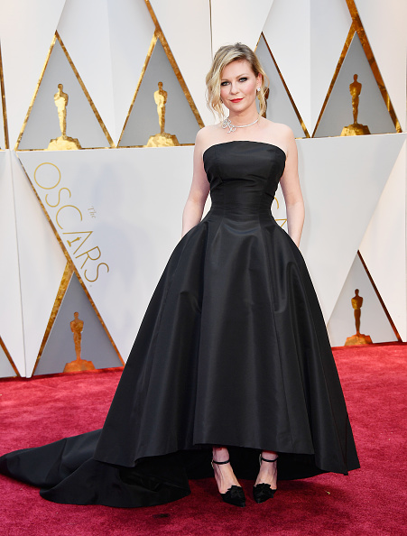 Kirsten Dunst「89th Annual Academy Awards - Arrivals」:写真・画像(8)[壁紙.com]