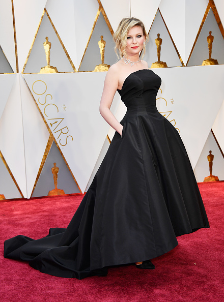 Kirsten Dunst「89th Annual Academy Awards - Arrivals」:写真・画像(7)[壁紙.com]