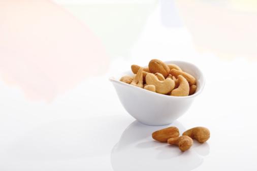 カシューナッツ「Cashews in bowl」:スマホ壁紙(15)