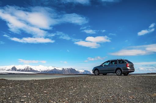 Car「South Iceland, Vatnajoekull National Park, Breidarlon Lagoon, Glacier, car at view point」:スマホ壁紙(1)