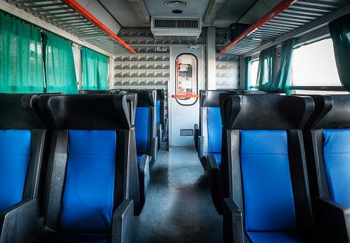 Train Interior「Empty seats in a railroad car」:スマホ壁紙(6)