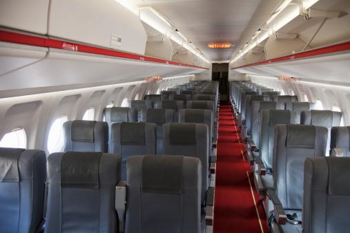 Aisle「Empty seats in an airplane's interior」:スマホ壁紙(6)