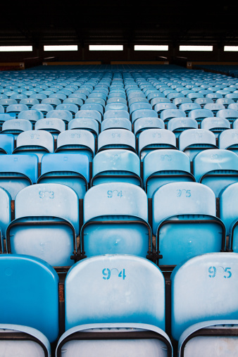 Conformity「Empty seats in football stadium」:スマホ壁紙(10)