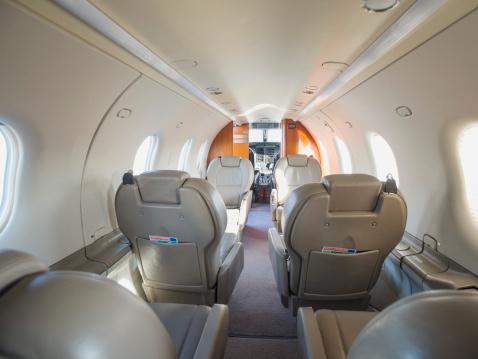 Aisle「Empty seats on private jet」:スマホ壁紙(8)